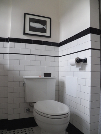 Finally a vintage looking 1930 39 s bathroom under a red roof for 1930 bathroom design ideas